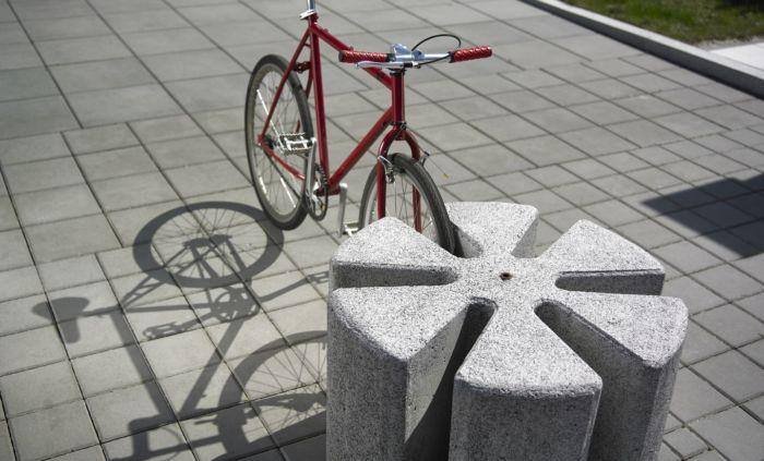 betonowy stojak na rowery bicyskl