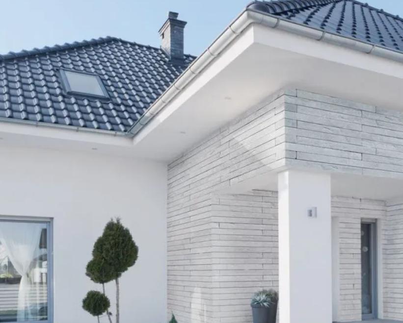dom jednorodzinny z fasadą largo