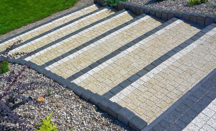 schody z palisady betonowej i kostki brukowej